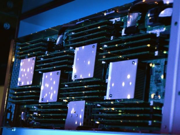 Vier Speichercontroller für je 1 TByte (Nico Ernst)