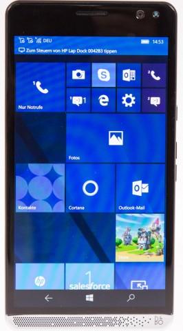 Das Telefon läuft mit Windows 10 Mobile. (Bild: Martin Wolf/Golem.de)
