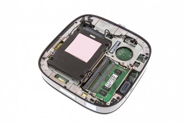 Auf der Unterseite sind SSD und ... (Foto: Martin Wolf/Golem.de)