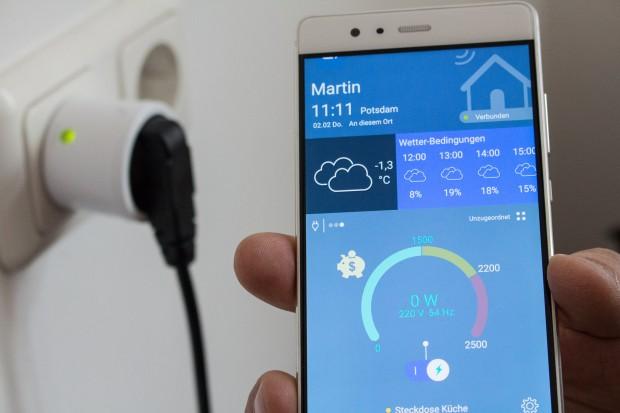 Die App ermöglicht eine gute Übersicht der installierten Bausteine und steuert diese. (Bild: Martin Wolf/Golem.de)