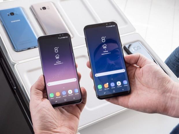Das Galaxy S8 links, das Galaxy S8+ rechts (Bild: Martin Wolf/Golem.de)
