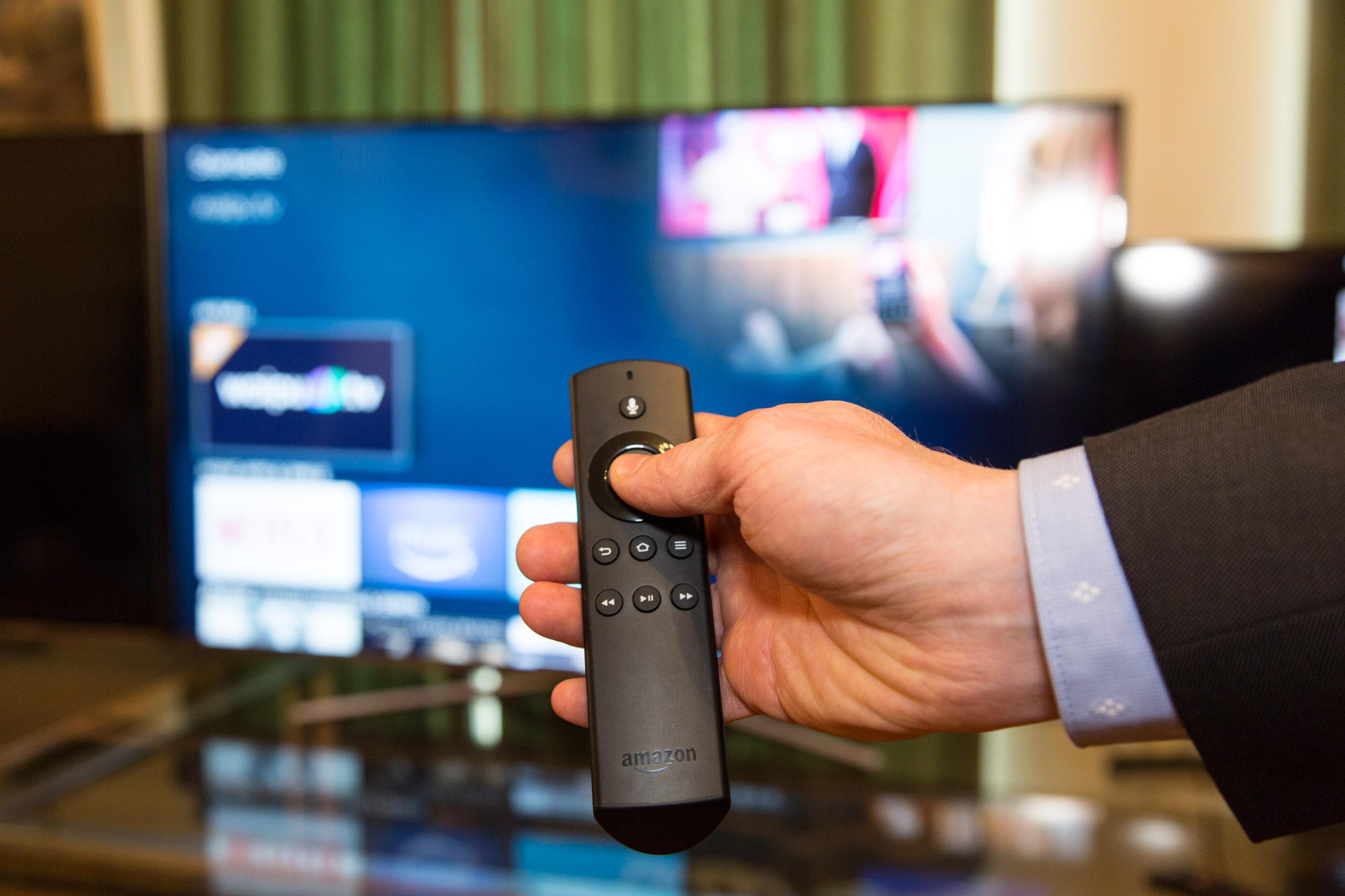 Waipu TV auf dem Fire TV im Hands on: Das Fernsehprogramm mit einem Wisch streamen - Waipu TV kann mit der Fire-TV-Fernbedienung gesteuert werden. (Bild: Martin Wolf/Golem.de)