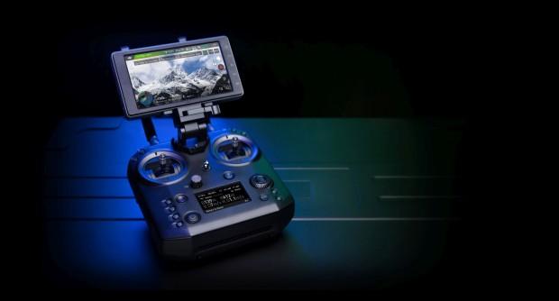 Die neue Copter-Fernsteuerung Cendence von DJI (Bild: DJI)