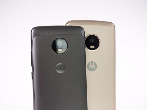 Beide Moto-G5-Modelle haben eine Metallrückseite. (Bild: Martin Wolf/Golem.de)