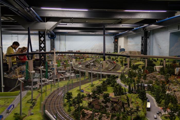 Köhlbrandbrücke in Hamburg: Das Miniatur Wunderland ist die größte Modelleisenbahnanlage der Welt. (Foto: Werner Pluta/Golem.de)