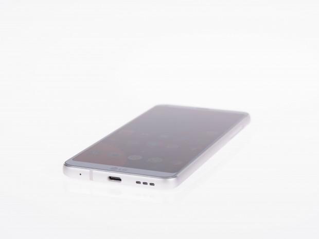 Das LG G6 mit breiterem und nicht abgerundetem Rand (Bild: Martin Wolf/Golem.de)