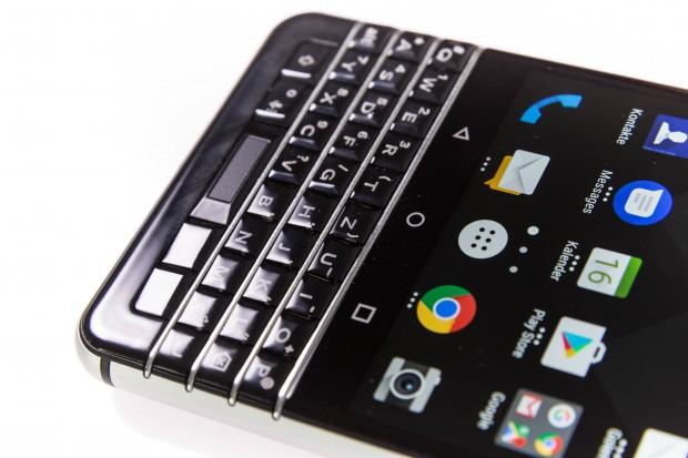 In der Leertaste der Keyone-Tastatur steckt ein Fingerabdrucksensor. (Bild: Martin Wolf/Golem.de)