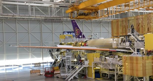Gut zu erkennen: der Buckel hinten am A350-Flugzeugrumpf beinhaltet die Antennen. (Foto: Andreas Sebayang)