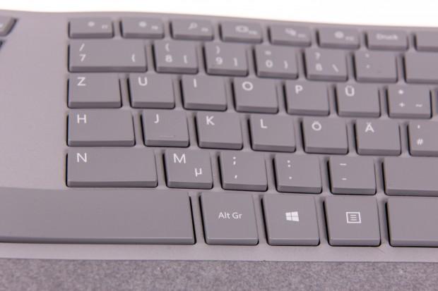 Im rechten Buchstabenfeld befindet sich eine zweite Windows-Taste. (Bild: Martin Wolf/Golem.de)