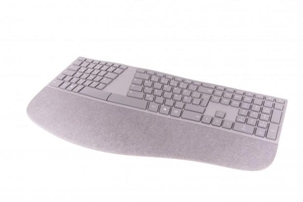 Microsofts Surface Ergonomische Tastatur (Bild: Martin Wolf/Golem.de)