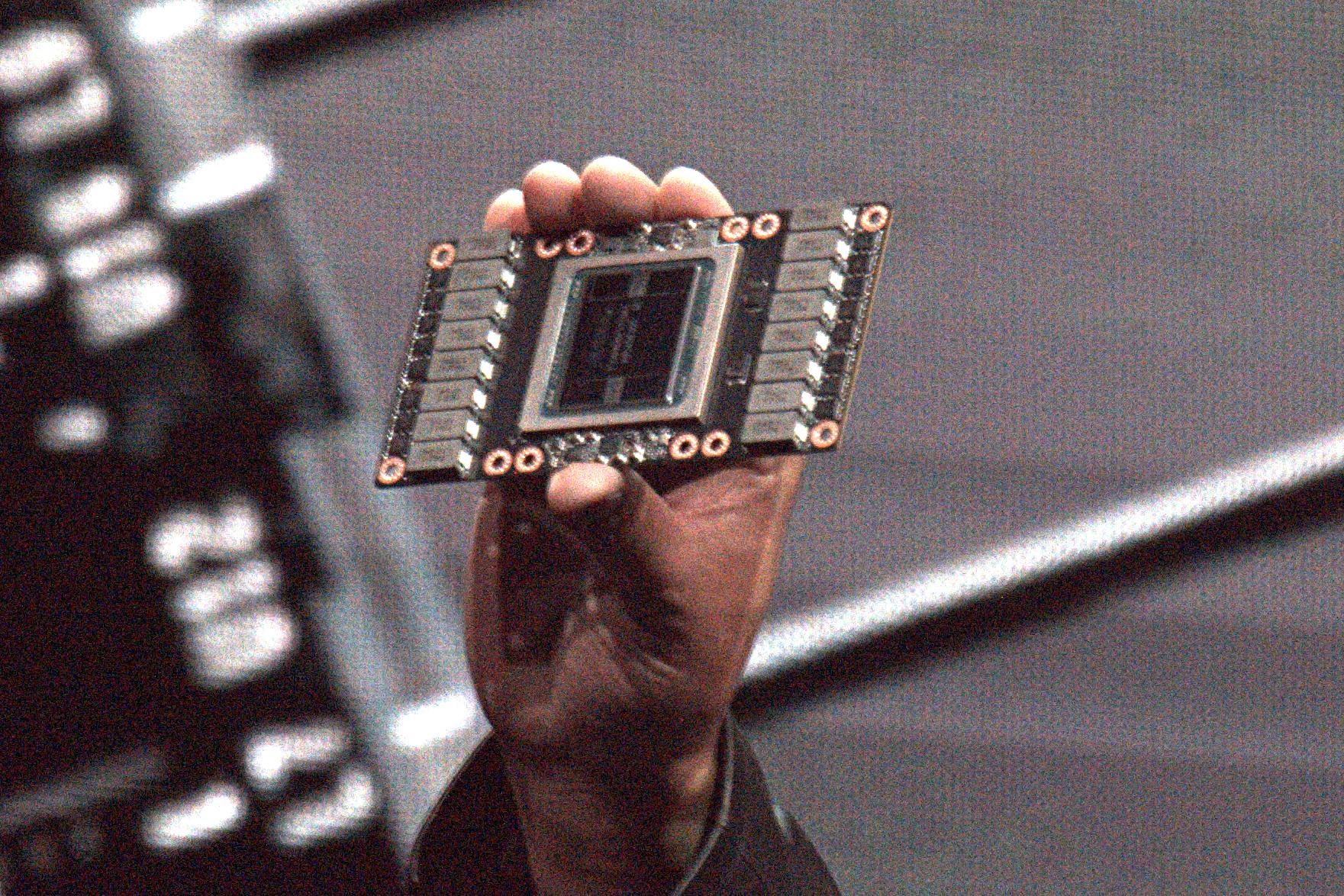 """Nvidias GV100-Chip: """"Wir sind am Limit des technisch Möglichen"""" - Tesla V100 mit GV100-Chip (Foto: Marc Sauter/Golem.de)"""