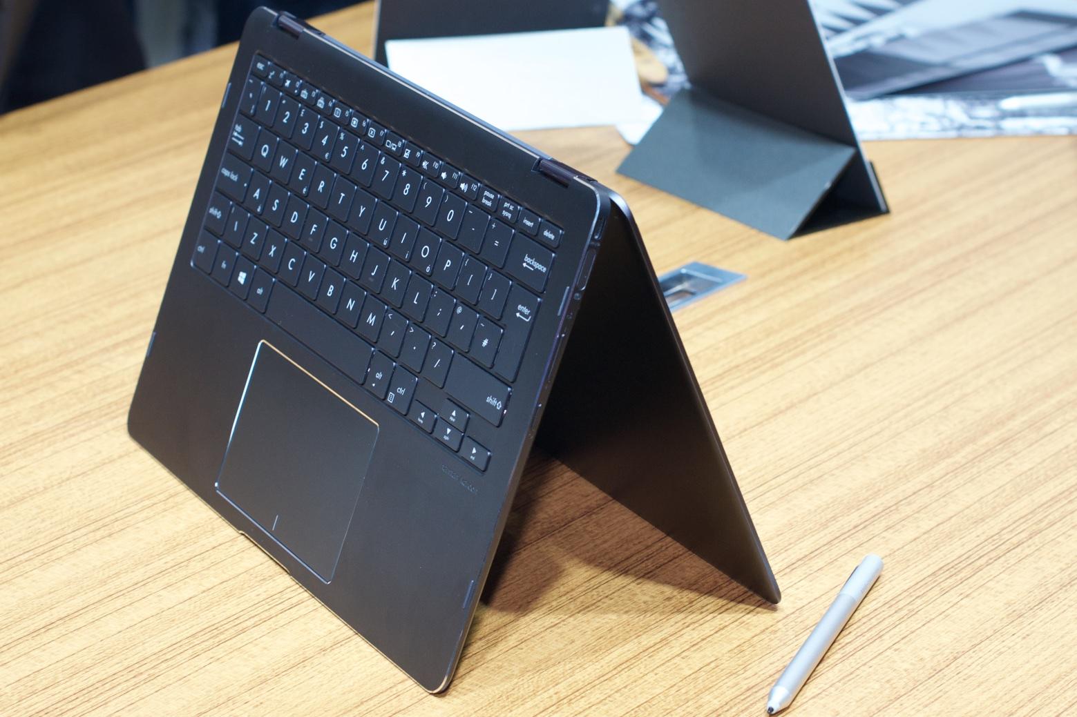 Asus: Das Zenbook Flip S ist 10,9 mm flach - Das Zenbook Flip S ... (Foto: Andreas Sebayang/Golem.de)