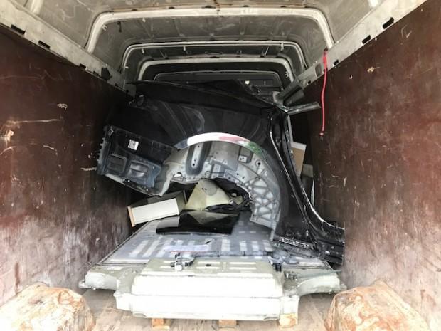 Tesla-Teile auf einem Transporter (Bild: Bundespolizei)