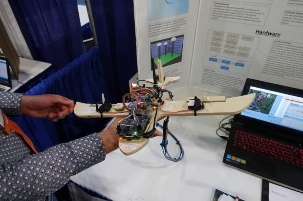 Die verwendete Technik der Drohne von Florian Vahl, Etienne Neumann und Maximilian Schuller - als Basis dient ein Raspberry Pi. (Bild: Sebastian Wochnik/Golem.de)