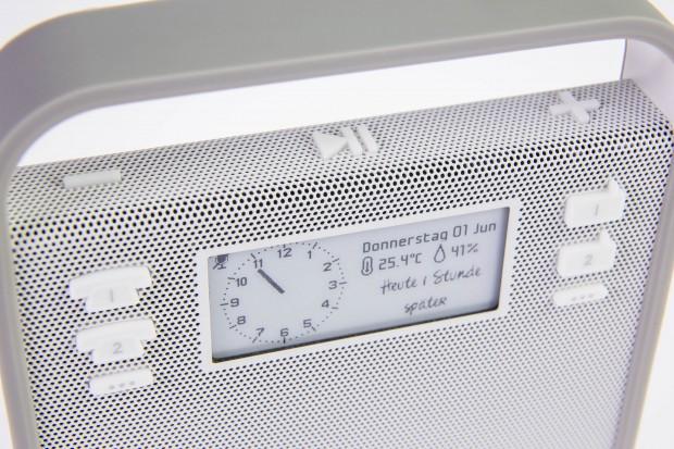 Wiedergabe und Lautstärke kann mit den Knöpfen oben gesteuert werden. (Bild: Martin Wolf/Golem.de)