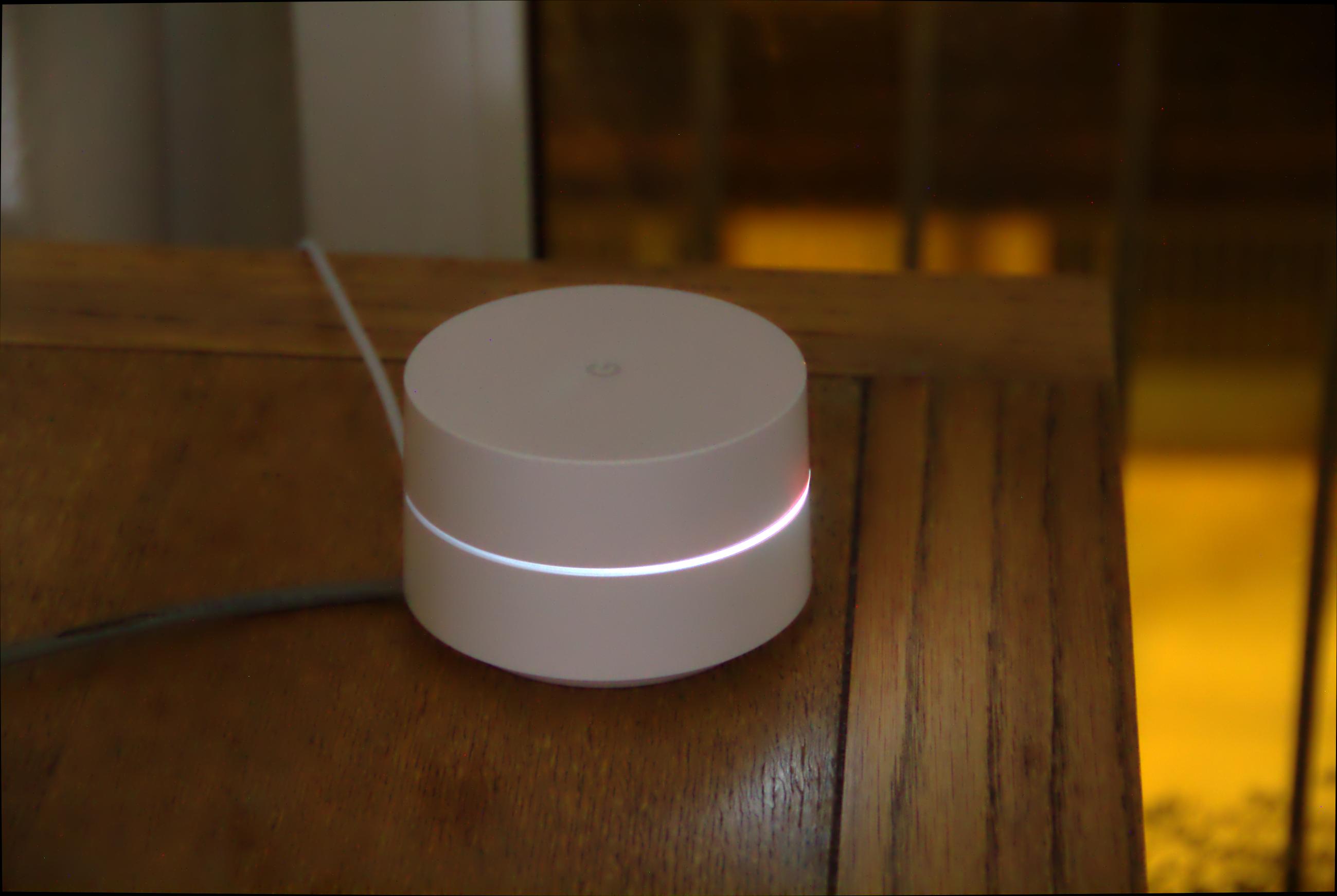 Google Wifi im Test: Google mischt mit im Mesh - Google Wifi kann auch als Nachtleuchte verwendet werden. (Google/Foto: Golem.de)