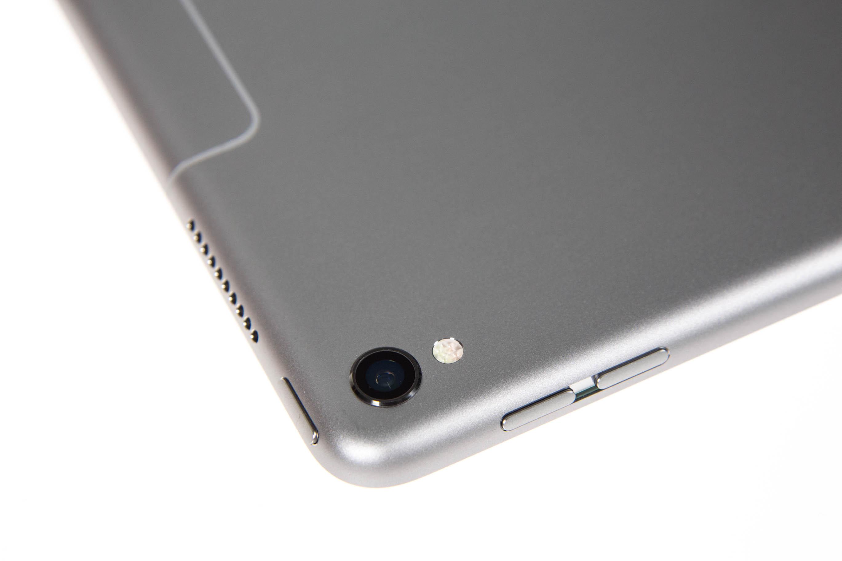 Neues iPad Pro im Test: Von der Hardware her ein Laptop - Die Kamera ist die des iPhone 7 und hat 12 Megapixel. (Bild: Martin Wolf/Golem.de)