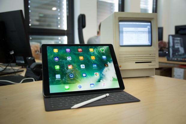 Das iPad Pro und einer seiner Vorgänger (Bild: Martin Wolf/Golem.de)