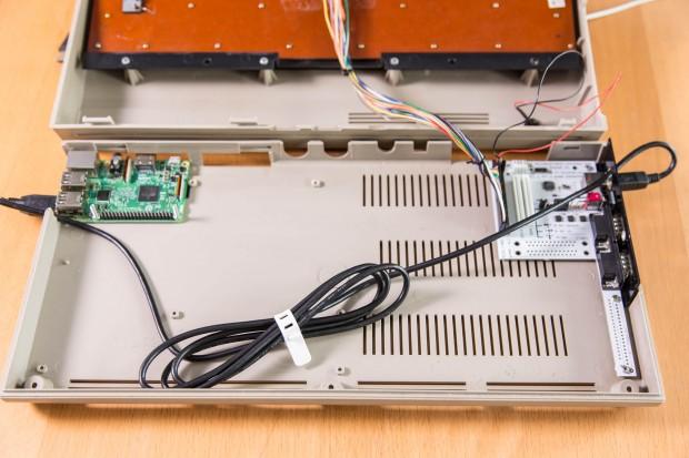 Keyrah-Modul lässt sich direkt im Gehäuse befestigen - C64