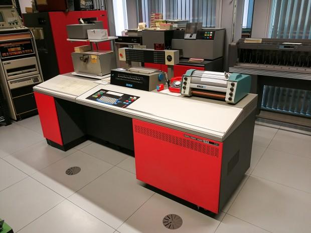 Das Schaltpult der IBM 1130 (Bild: Tobias Költzsch/Golem.de)