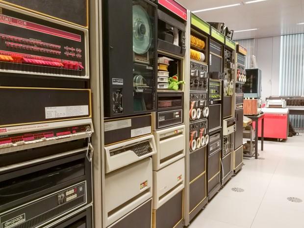Eine Reihe an unterschiedlichen PDP-Modellen (Bild: Tobias Költzsch/Golem.de)