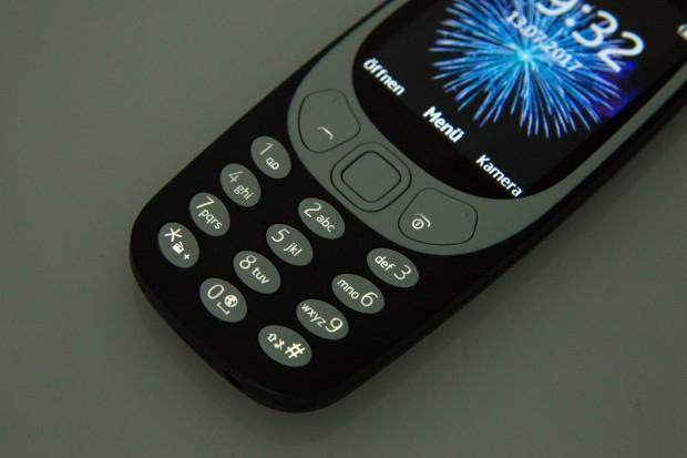 Die Tasten am Nokia 3310 sind beleuchtet. (Bild: Martin Wolf/Golem.de)