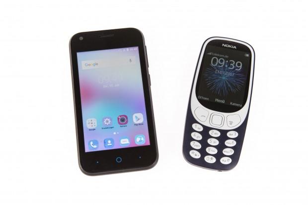 Links das ZTE Blade L110, rechts das Nokia 3310 (Bild: Martin Wolf/Golem.de)