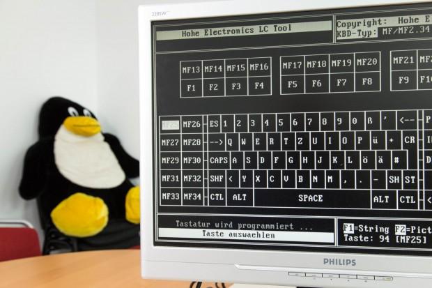 Die Steuerungssoftware LCTOOL ist nur auf DOS-Rechnern mit bestimmten Taktraten nutzbar und bietet eine grafische Oberfläche für die Programmierung. (Bild: Martin Wolf/Golem.de)