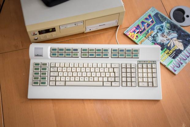 Das LC Board an unserem DOS-Rechner, nebst zeitgenössischer Literatur (Bild: Martin Wolf/Golem.de)