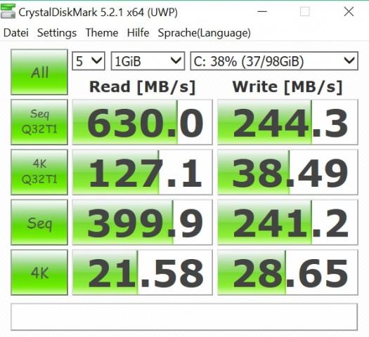 Die SSD ist relativ langsam. (Screenshot: Oliver Nickel/Golem.de)