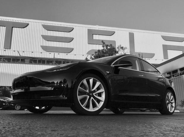 Das erste serienmäßig produzierte Model 3 von Tesla.  (Foto: Tesla)