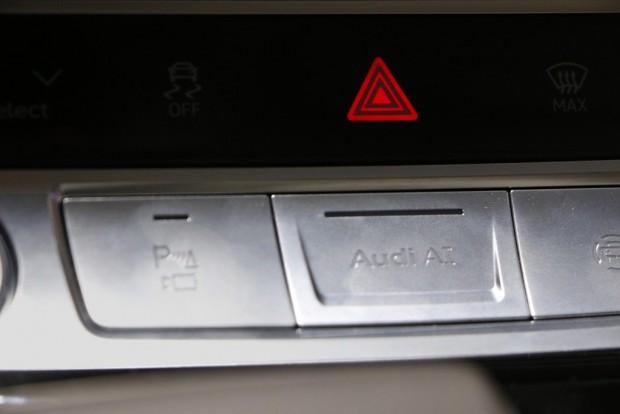 """Der neue Knopf """"Audi AI"""" könnte künftig den Staupiloten starten. (Foto: Friedhelm Greis)"""