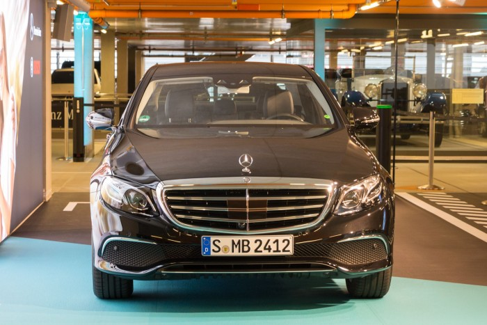 Es kann losgehen: Das Auto steht bereit für die Fahrt durch das Parkhaus. (Foto: Werner Pluta/Golem.de)