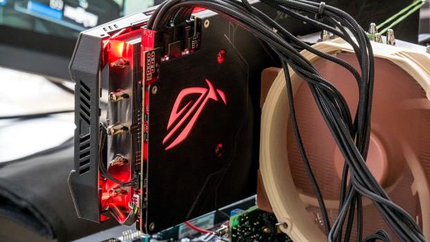 Asus Radeon RX Vega 64 Strix (Foto: Marc Sauter/Golem.de)