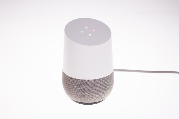 Der Google Home, während er auf eine Spracheingabe wartet. (Bild: Tobias Költzsch/Golem.de)