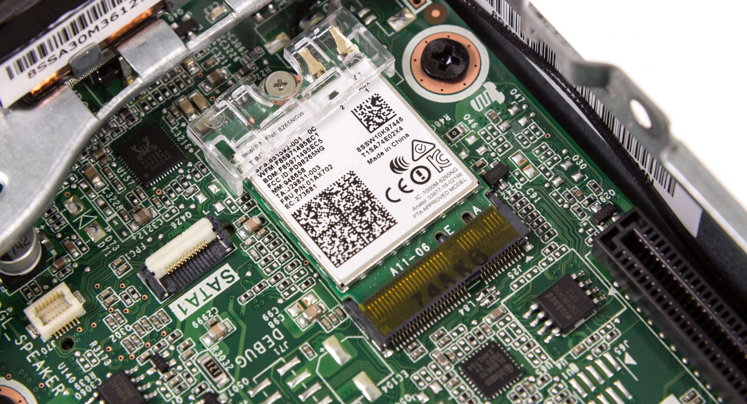 Lenovo Thinkstation P320 Tiny im Test: Viel Leistung in der Zigarrenschachtel - Die WLAN-Karte von Intel kann auch Bluetooth. (Bild: Martin Wolf/Golem.de)