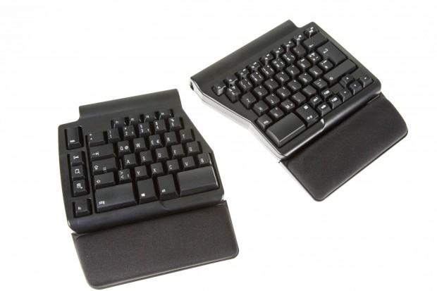 Die Ergo Pro von Matias ist eine ergonomische Tastatur, die sich in zwei Teilen benutzen lässt. (Bild: Martin Wolf/Golem.de)