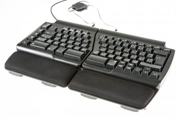 Matias verbaut Quiet-Click-Switches in der Tastatur: taktile, gedämpfte Alps-Nachbauten für ein hervorragendes Tippgefühl. (Bild: Martin Wolf/Golem.de)