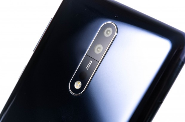 Das Nokia 8 hat eine Dual-Kamera mit Zeiss-Objektiven. (Bild: Martin Wolf/Golem.de)
