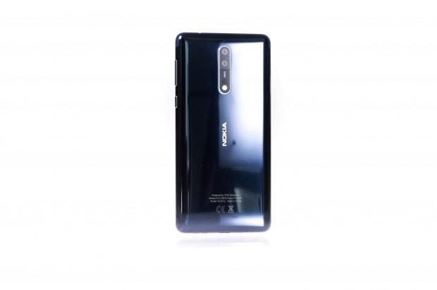 Die Rückseite des Nokia 8 ist nicht sonderlich kratzfest. (Bild: Martin Wolf/Golem.de)