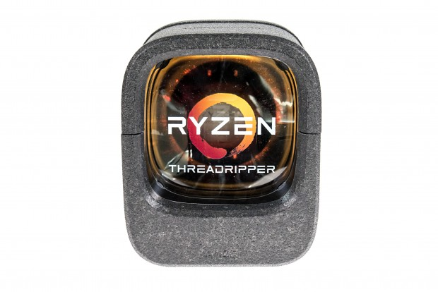 AMD liefert alle Threadripper in einer Box. (Foto: Marc Sauter/Golem.de)