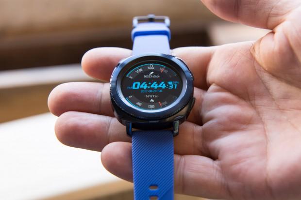 Samsungs neue Smartwatch Gear Sport richtet sich an sportlich aktive Nutzer. (Bild: Martin Wolf/Golem.de)