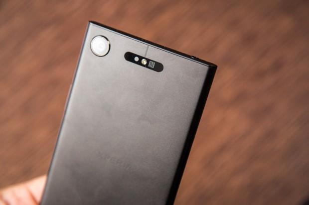 Auf der Rückseite ist die gleiche 19-Megapixel-Kamera wie im Xperia XZ Premium verbaut. (Bild: Tobias Költzsch/Golem.de)