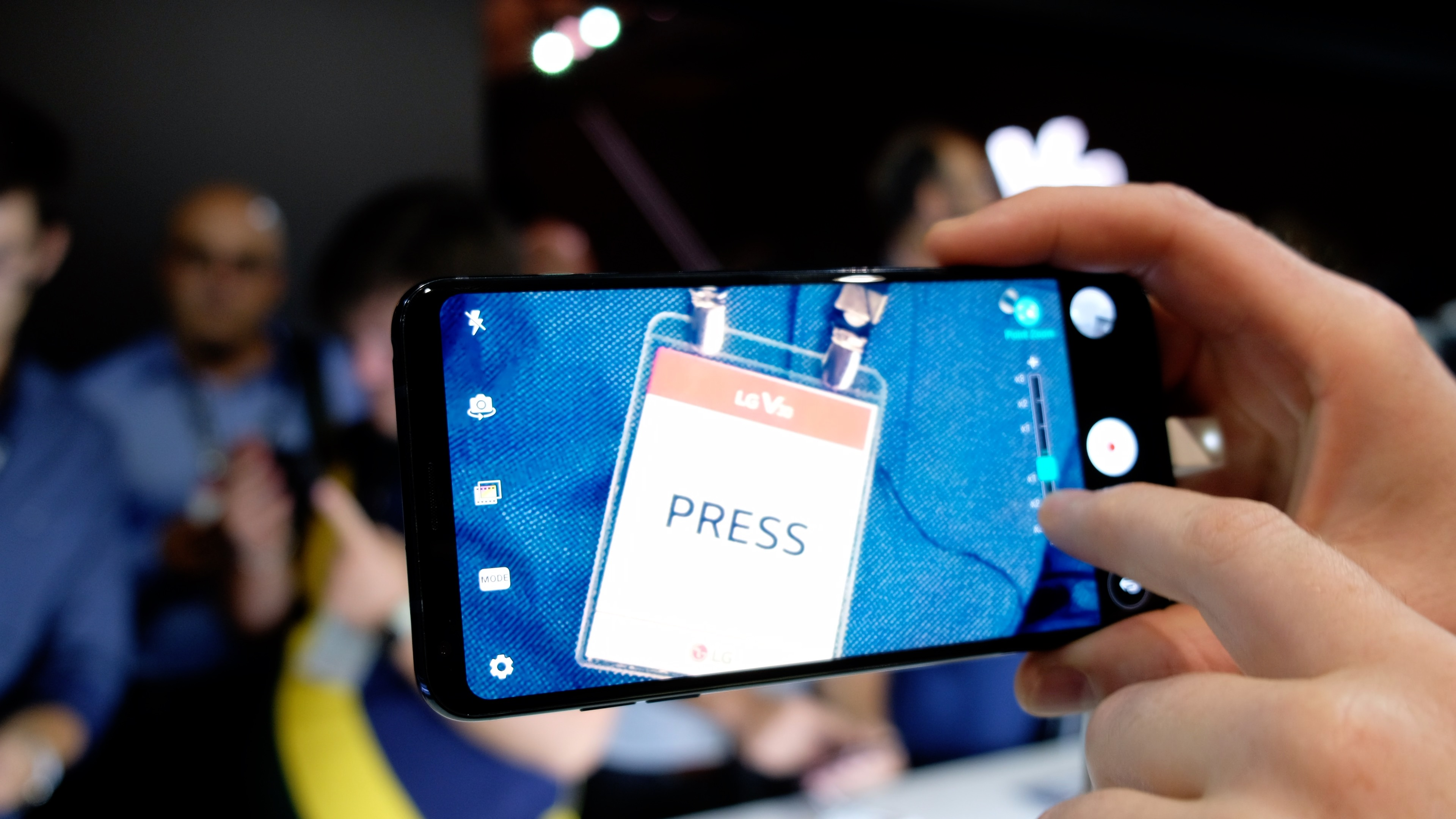 Smartphone: LG bringt V30 für 900 Euro auf den Markt - LGs V30 (Bild: Michael Wieczorek/Golem.de)