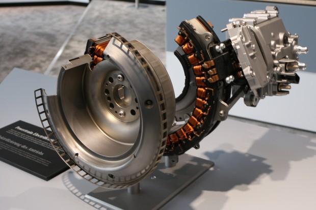 Der Starter-Generator für den Mildhybrid (Foto: Friedhelm Greis/Golem.de)