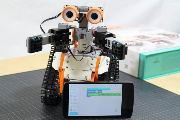 Astrobot wird per Smartphone gesteuert. (Bild: Alexander Merz/Golem.de)
