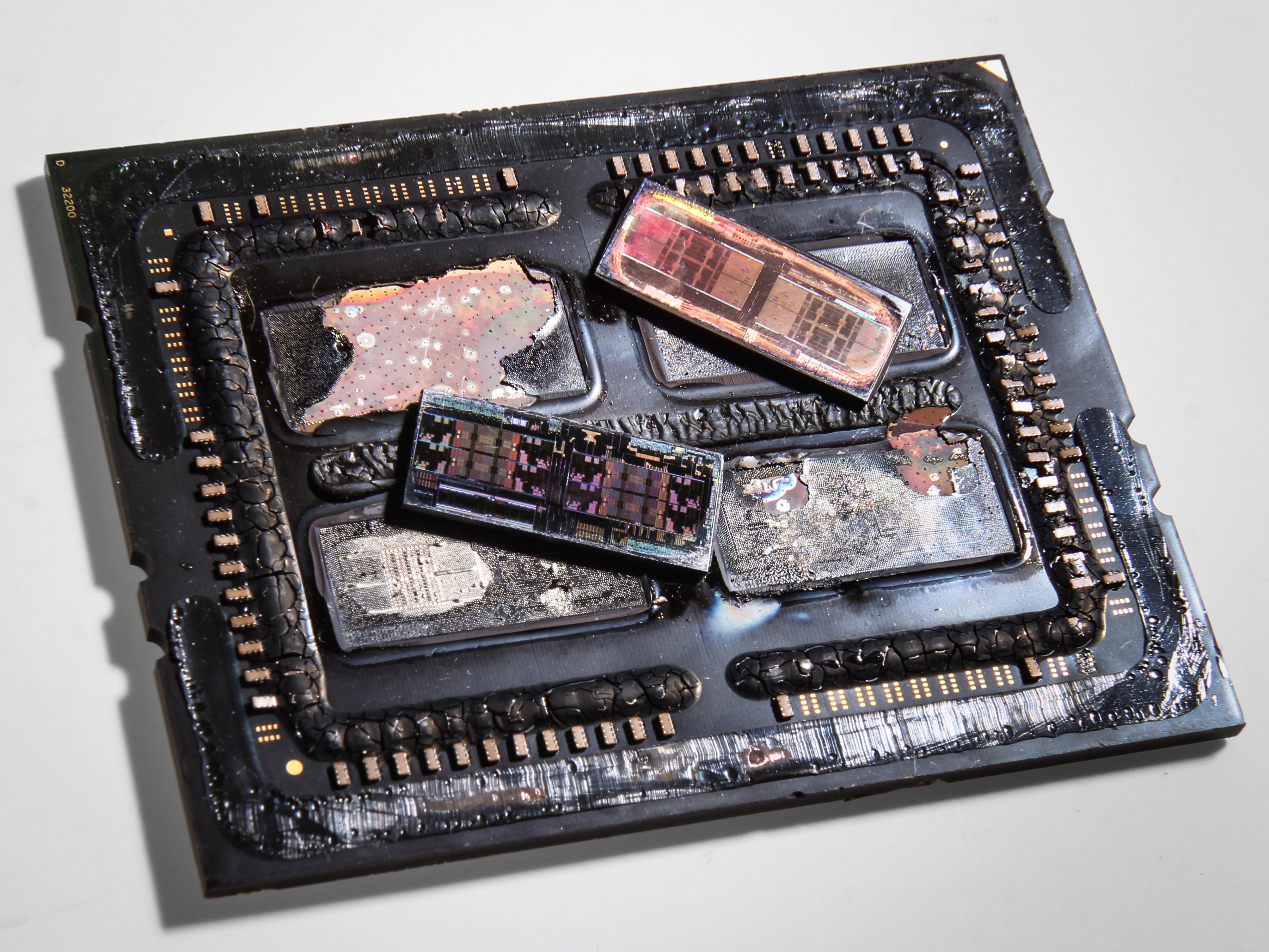 AMD: Threadripper nutzt vier belichtete Dies - Package mit zwei Chips (Foto: Roman '8auer' Hartung)