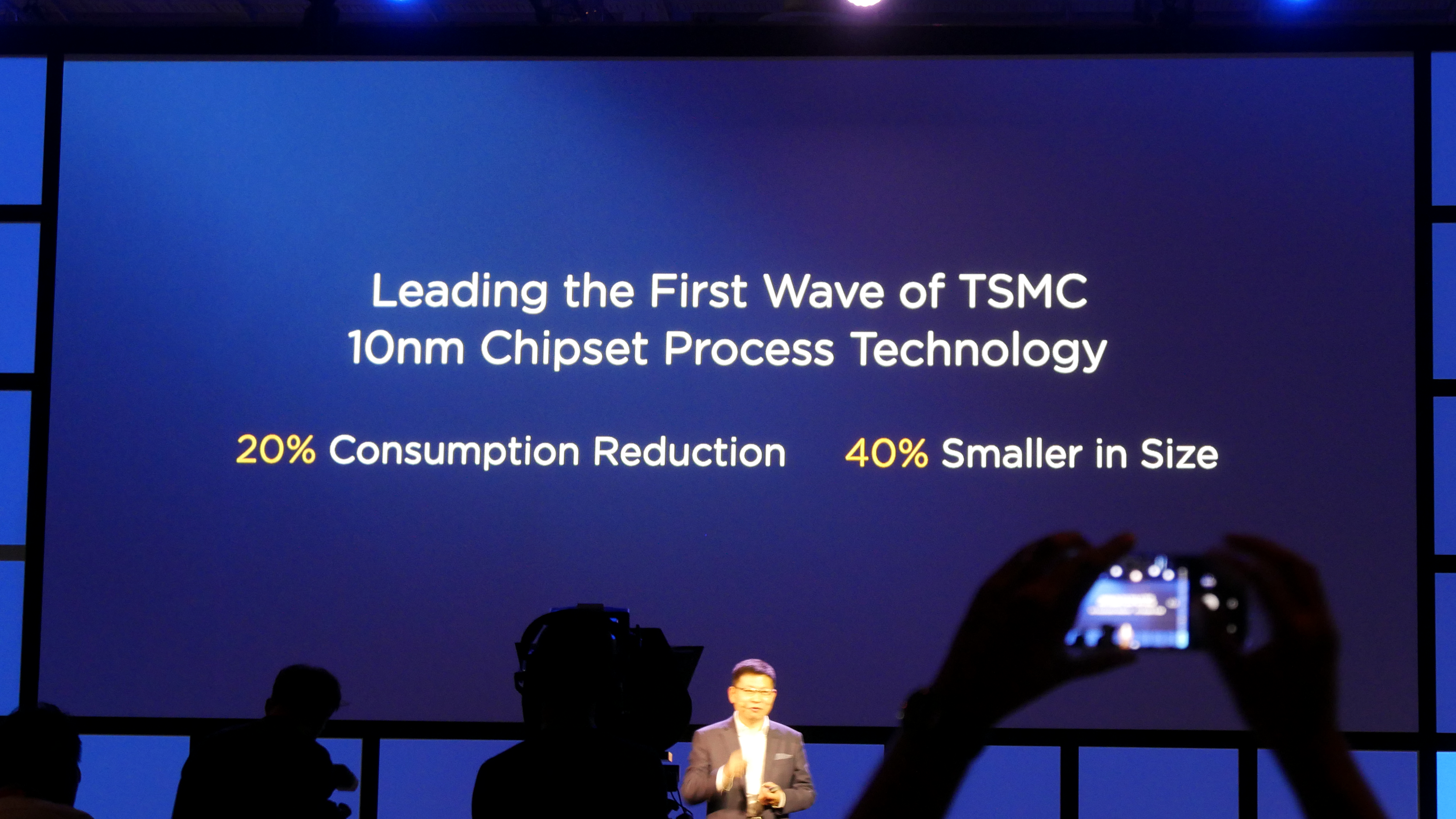 Kirin 970: Huawei-Chip hat AI-Hardware und schnellstes LTE - Das SoC wird in 10 nm gefertigt. (Foto: Marc Sauter/Golem.de)