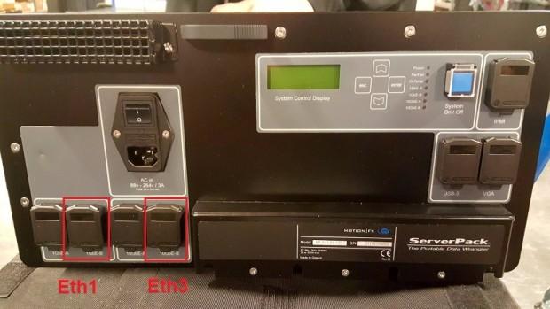 Auf der Rückseite sind Netzwerk- und Stromanschlüsse zu finden. (Bild: IBM)