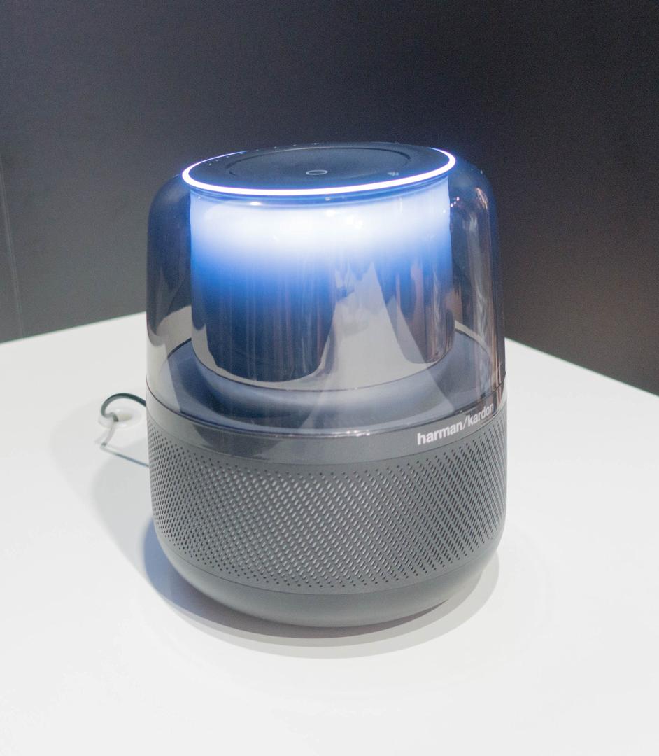 Alexa und Google Assistant: Der Wettkampf smarter Lautsprecher verändert sich - Harman Kardon Allure (Bild: Ingo Pakalski/Golem.de)